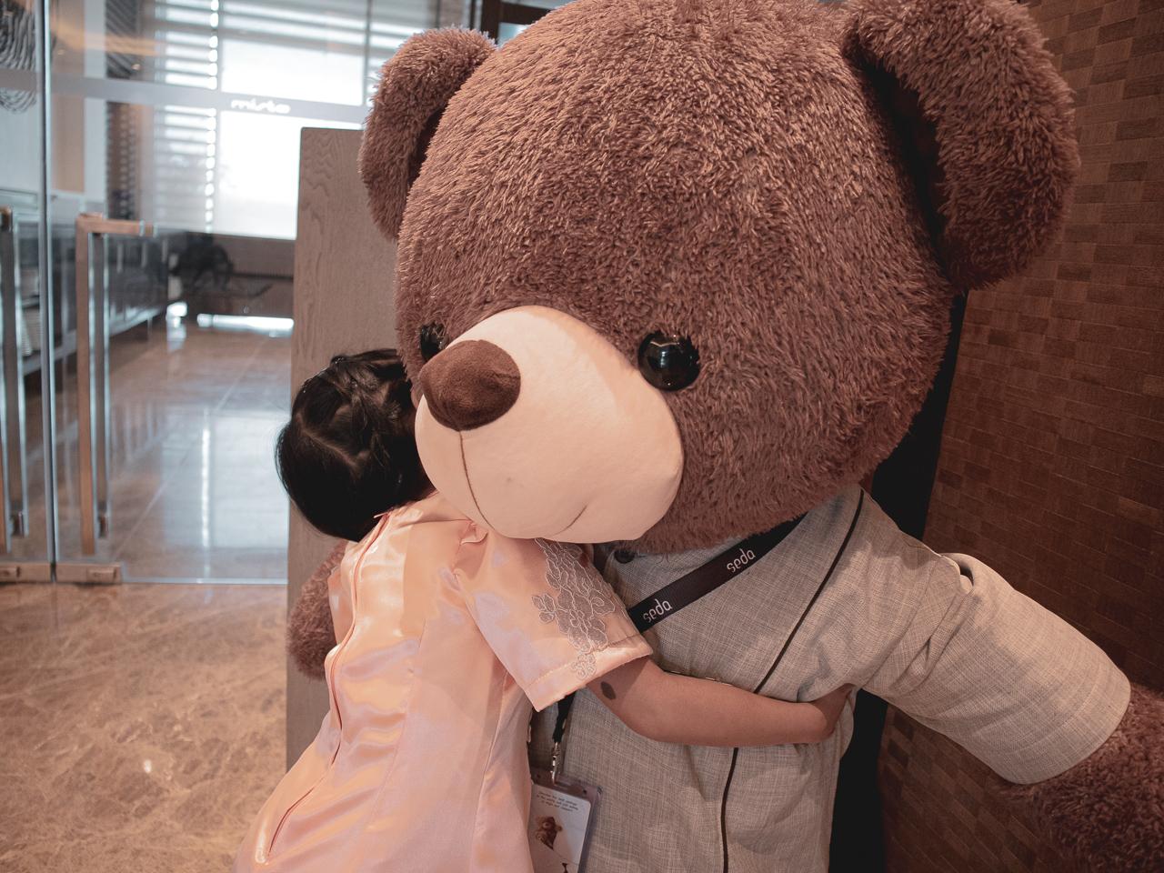 hug-for-seda-hotel-bear-2