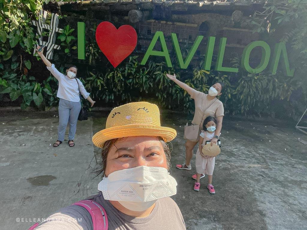we-love-avilon-group-photo