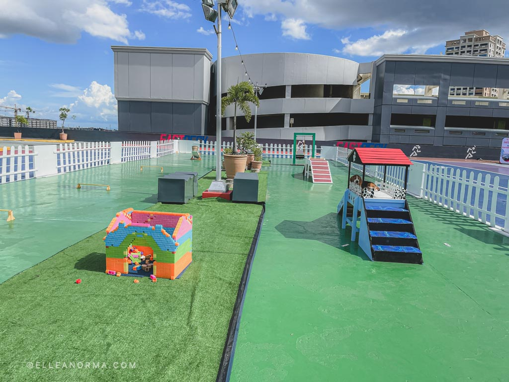 wide-pet-park-at-robinsons-metro-east